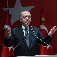Le président turc Recep Tayyip Erdogan s'exprime devant les officiels de son parti au pouvoir à Ankara en Turquie, le 10 octobre 2019. (Service de presse de la présidence turque via AP, Pool)