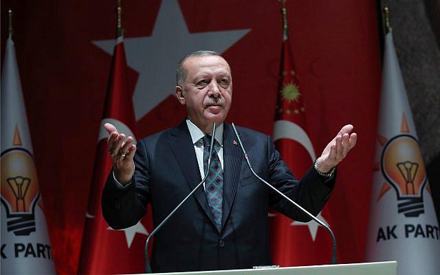 Le président turc Recep Tayyip Erdogan s'exprime aux officiels de son parti au pouvoir à Ankara en Turquie, le 10 octobre 2019. (Service de presse de la présidence turque via AP, Pool)