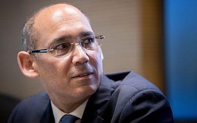 Amir Yaron, le gouverneur de la Banque d'Israël, participe à une conférence de presse à Jérusalem le 31 mars 2019. (Yonatan Sindel/Flash90)