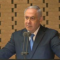 Le Premier ministre Benjamin Netanyahu s'exprime à une cérémonie mémorielle au Mont Herzl pour les soldats tués pendant la guerre de Yom Kippour, le 10 octobre 2019. (Capture d'écran Youtube)