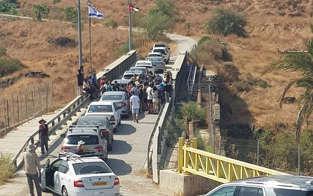 Des Israéliens  visitent Naharayim, le 19  octobre 2019 (Crédit: Naharayim)