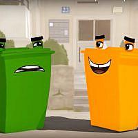 Un extrait d'un spot publicitaire de l'entreprise de recyclage Tamir montrant une poubelle verte pour les déchets ménagers aux côtés d'une poubelle orange destinée aux contenants recyclables. (Capture écran)