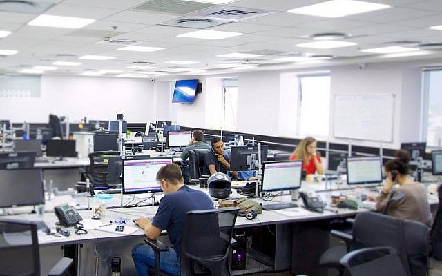 Photo non-datée de l'intérieur des locaux du centre d'appel de LianTech Finance tel qu'il apparaissait sur le site de l'entreprise (Capture d'écran)