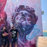Le travail de l'art de rue créé par les artistes espagnols PichiAvosur un mur de Jaffa dans le cadre de l'événement Patron des Arts (Autorisation : Patron des Arts)