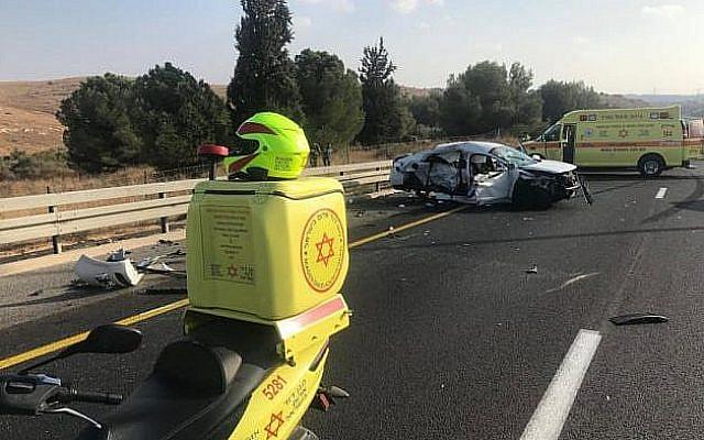 Les lieux d'un accident de la route mortelle survenu sur la Route près de near Ben Shemen, le 19 octobre, 2019. (Magen David Adom)