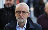 Le chef du Parti travailliste d'opposition britannique Jeremy Corbyn quitte sa résidence dans le nord de Londres, le 28 octobre 2019. (DANIEL LEAL-OLIVAS / AFP)