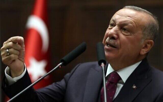 Le président turc Recep Tayyip Erdogan s'adresse aux membres de son parti AKP à la Grande Assemblée nationale de Turquie à Ankara, Turquie, le 30 octobre 2019. (Adem Altan/ AFP)