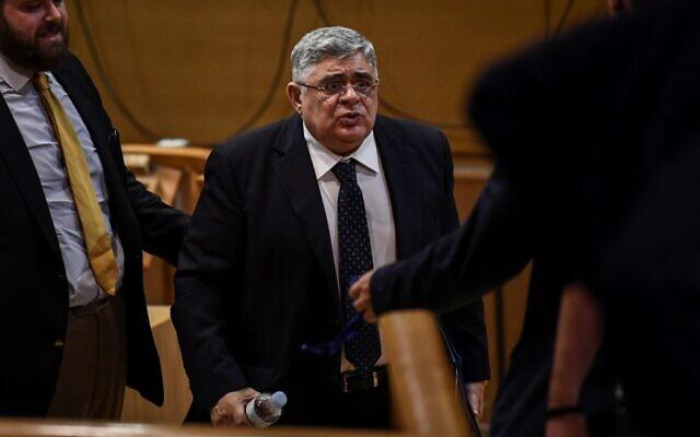 L'ancien député et chef du parti Aube dorée, Nikolaos Michaloliakos, témoigne devant un tribunal d'appel, le 6 novembre 2019, dans le cadre d'un procès phare sur un homicide ayant impliqué Aube dorée. (Photo par Aris MESSINIS / AFP)