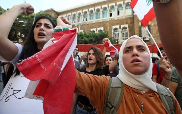 26e jour de protestation anti-government  à Beyrouth, le 11 novembre 2019. (Crédit : ANWAR AMRO / AFP)