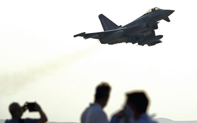 """Un Eurofighter allemand participe à l'exercice multinational """"Drapeau bleu"""" à la base d'Ovda,  au nord de la ville israélienne d'Eilat, le 11 novembre 2019 (Crédit :  JACK GUEZ / AFP)"""