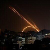 Des roquettes tirées depuis la bande de Gaza vers Israël, le 13 novembre 2019. (Crédit : Anas Baba/AFP)