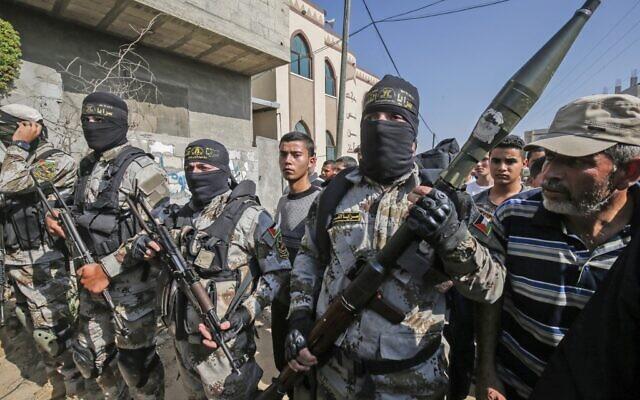 Les terroristes du Jihad islamique palestinien lors des funérailles de l'un de leurs membres, à Khan Younès, dans le sud de la bande de Gaza, le 14 novembre 2019 (Crédit :  SAID KHATIB / AFP)