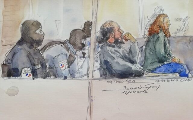 Esquisse du procès du 19 novembre représentant Mohamed Amri (2e à droite) et Anne Diana Clain (droite) qui avaient tenté de rejoindre la Syrie pour devenir jihadistes avec sa famille entre 2015 et 2016. (Crédit : Benoit PEYRUCQ / AFP)