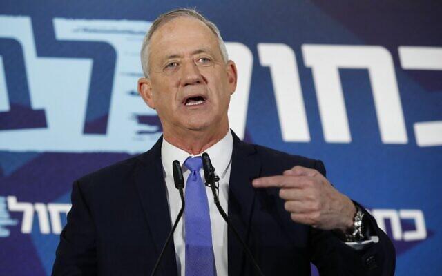 Benny Gantz fait une déclaration à Tel Aviv après avoir échoué dans sa tentative de former une coalition, le 20 novembre 2019. (Jack GUEZ / AFP)