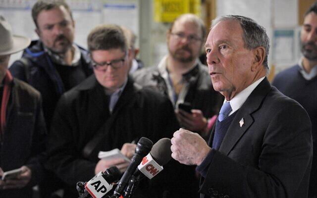 (ARCHIVES) Sur cette photo prise le 29 janvier 2019, l'ancien maire de New York, Michael Bloomberg, parle à la presse de sa possible candidature à la présidence après avoir visité la WH Bagshaw Company Factory à Nashua, dans le New Hampshire. (Crédit : Joseph PREZIOSO / AFP)