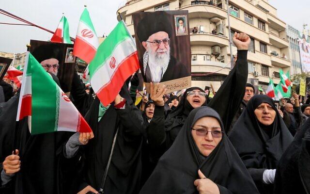 Des Iraniennes manifestent à Téhéran, le 25 novembre 2019. (Crédit : ATTA KENARE / AFP)