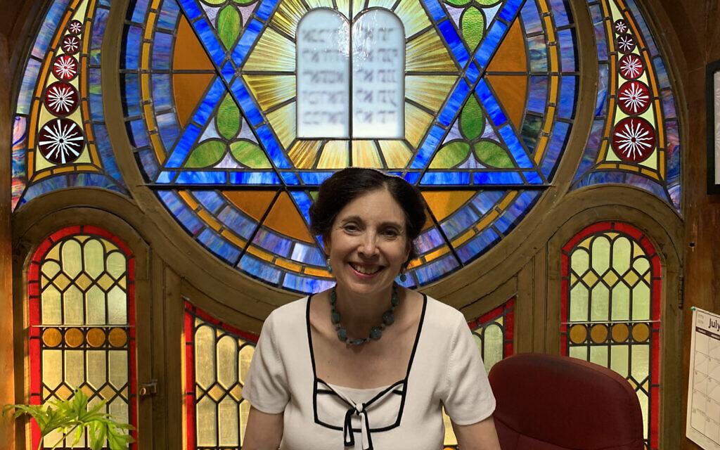 Le rabbin Jill Hausman a converti le sancutiaire de l'Actors' Temple en espace qu'elle loue pour des représentations off à Broadway. (Josefin Dolsten)