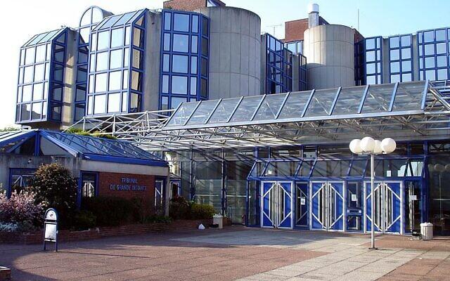 Entrée du Tribunal de Grande Instance de Bobigny (Seine-Saint-Denis), France. (Crédit : Clicsouris / Wikimédia / CC 2.5)