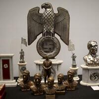 Photo d'illustration : Des objets nazis.(Crédit : Natacha Pisarenko/AP)