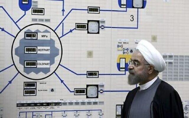 Le président Hassan Rouhani visite la centrale nucléaire de Bushehr juste à l'extérieur de Bushehr, Iran, le 13 janvier 2015. (AP Photo / Bureau de la présidence iranienne, Mohammad Berno)