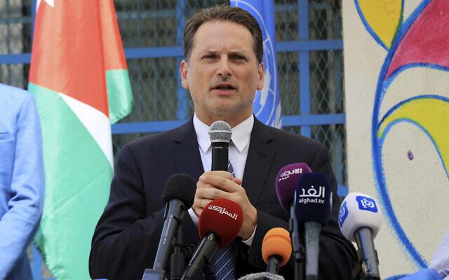 Pierre Krahenbuhl, Commissaire général de l'Office de secours et de travaux des Nations Unies pour les réfugiés de Palestine (UNRWA), assiste à une cérémonie marquant le début de l'année scolaire dans une école de l'UNRWA dans le camp de réfugiés palestiniens Al-Wehdat, à Amman, le 2 septembre 2018. (Photo AP / Raad Adayleh)