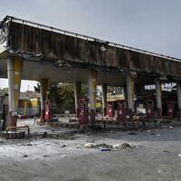 Une station service incendiée par des manifestants à Téhéran, le 17 novembre 2019. (Crédit : Abdolvahed Mirzazadeh/ISNA via AP)