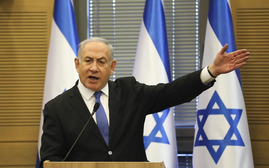 Le Premier ministre Benjamin Netanyahu durant une réunion de faction élargie de son bloc de droite/ultra-orthodoxe à la Knesset, le 20 novembre 2019 (Crédit : AP Photo/Oded Balilty)