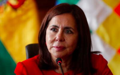 La ministre des Affaires étrangères de la Bolivie, Karen Longaric, assiste à une conférence de presse présentant le nouvel ambassadeur aux États-Unis au ministère des Affaires étrangères à La Paz, en Bolivie, le 28 novembre 2019. (Crédit : AP / Juan Karita)