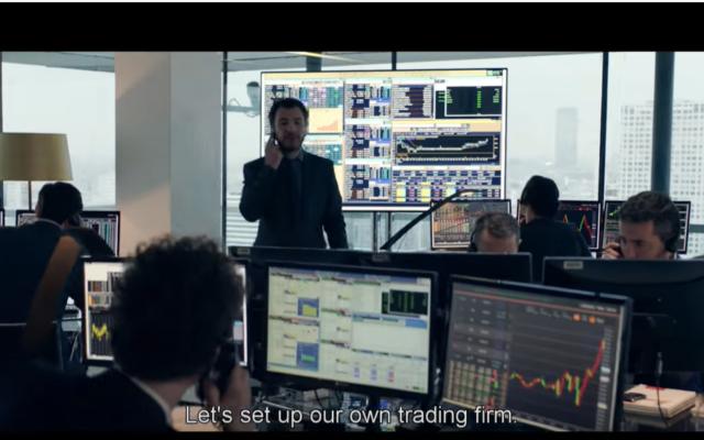 """Une capture d'écran de la bande-annonce du film français """"Carbone"""" (2017), un récit fictif de l'arnaque à la TVA sur le carbone. La capture d'écran montre plusieurs arnaqueurs franco-israéliens présumés menant une escroquerie à partir de bureaux à Tel Aviv. (Capture d'écran)"""