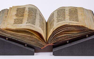 Une Bible hébraïque vieille de mille ans, appelée le Pentateuque de Washington, a été dévoilée au public pour la première fois lors d'une exposition spéciale au Museum of the Bible, le 7 novembre 2019. (Autorisation)