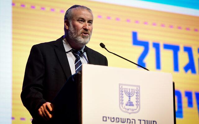 Le procureur général Avichai Mandelblit prend la parole lors d'une conférence du ministère de la Justice à Tel Aviv, le 4 novembre 2019. (Flash90)