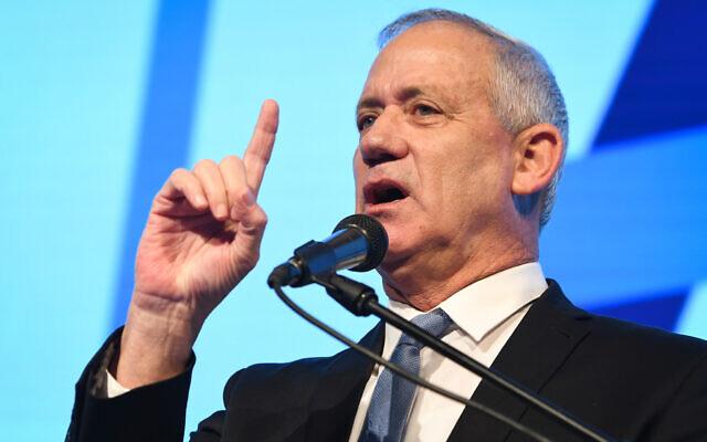 Le président de Kakhol lavan, Benny Gantz, s'exprime lors de la conférence de l'ADL sur la cohésion sociale en Israël, à Airport City près de Tel Aviv, le 5 novembre 2019. (Avshalom Shoshoni/Flash90)