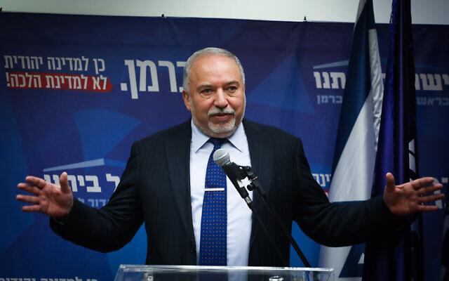 Avigdor Liberman, président de Yisrael Beytenu, prend la parole lors d'une réunion de faction à la Knesset, le 18 novembre 2019. (Hadas Parush/Flash90)