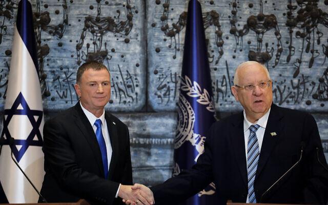 Le Président Reuven Rivlin (à droite) et le Président de la Knesset Yuli Edelstein à la résidence du Président à Jérusalem, le 21 novembre 2019. (Hadas Parush/Flash90)