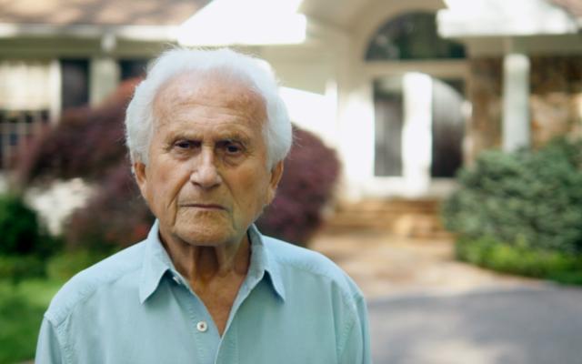 Herbert Gildin aux abords de son habitation à Huntington, Long Island. (Autorisation : Tyler Gildin)