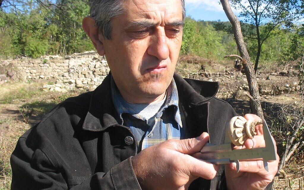L'archéologue bulgare Mirko Robov sur le site de fouilles médiéval de Tarnovo, en Bulgarie (Autorisation)