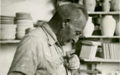 Le maître céramiste David Ohannessian, dont le travail est devenu l'une des caractéristiques qui définissent Jérusalem (Crédit : Wikimedia commons/CC-SA-3.0/Lantuszka)