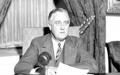 Le président Franklin D. Roosevelt à la Maison Blanche (Crédit : Domaine public)