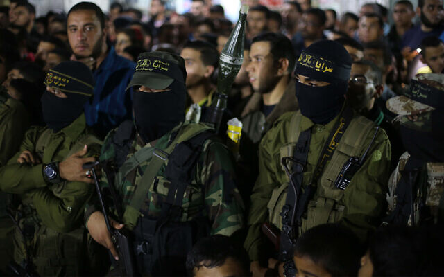 Des terroristes du Jihad islamique assistent à une cérémonie en mémoire de l'un d'entre eux qui a été tué dans des affrontements avec Israël, le 15 novembre 2019. (Hassan Jedi/Flash90)