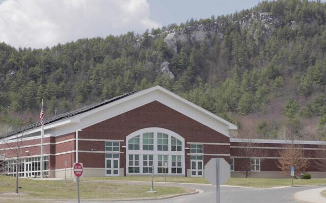 Le collège Monument Valley Regional Middle School à Great Barrington, Massachusetts. (Capture d'écran : YouTube)