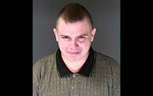 Phpto fournie par le bureau du shérif du comté d'El Paso County montre Richard Holzer, arrêté le 1er novembre à  Pueblo, Colorado. Holzer,est accusé d'avoir planifié un attentat contre une synagogue. (Crédit : El Paso County Sheriff's Office via AP)