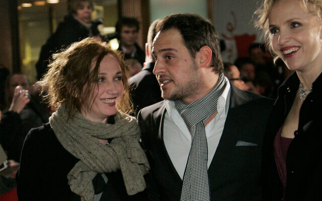 L'actrice israélienne Evgenia Dodina, à gauche, lors d'une projection à Berlin, le 7 février 2009. (Crédit : AP Photo/Hermann J. Knippertz)