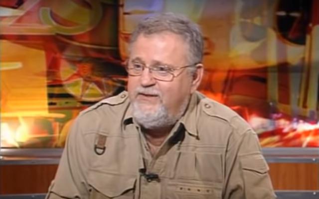 Docteur Giora Praff durant une interview sur la Première chaîne, en 2012. (Crédit : capture d'écran YouTube)