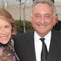 Sandy Weill, financier et philanthrope, à droite, et sa femme Joan participent à la soirée de Gala de l'ouverture de la saison du Métropolitan Opéra au Linclon Center, le lundi 22 septembre 2008 à New York.  (AP Photo/Evan Agostini)