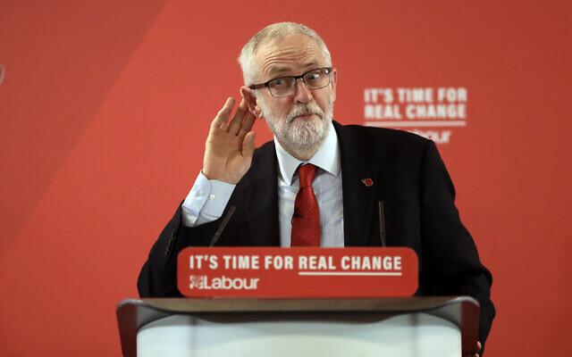 Jeremy Corbyn, le chef du parti Travailliste britannique de l'opposition  prononce un discours lors d'un meeting de campagne consacré au Brexit à Harlow en Angleterre, le mardi 5 novembre 2019. Les Britanniques vont voter le 12 décembre. (AP Photo/Matt Dunham)