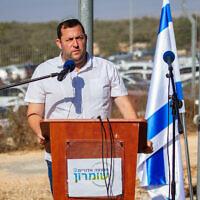 Le président du conseil régional de Samarie  Yossi Dagan s'exprime lors d'une cérémonie dans la zone industrielle en Cisjordanie, le 7 octobre 2019. (Flash90)