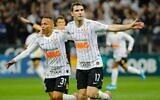Des joueurs de l'équipe de football des Corinthians portant des étoiles jaunes de David sur leurs maillots, le 6 novembre 2019. (Crédit: Corinthians / via JTA)
