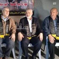 Le chef du Hamas Ismail Haniyeh (deuxième depuis la droite), le leader du Jihad islamique Khaled al-Basch (deuxième depuis la gauche) et le père du terroriste du Jihad islamique  Baha Abu al-Ata (à droite), le 16 novembre 2019 (Capture d'écran )