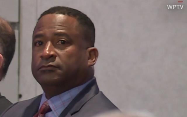 Le principal d'un lycée du comté de Palm Beach William Latson, le 31 octobre 2019 (Capture d'écran : WPTV via CNN)