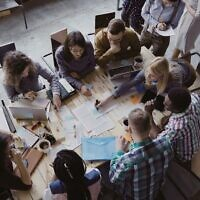 Des jeunes actifs dans une start-up (Crédit : Vadim_Key; iStock by Getty Images)